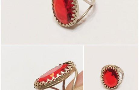 טבעת עבודת יד  בשיבוץ אבן סברובסקי אדומה