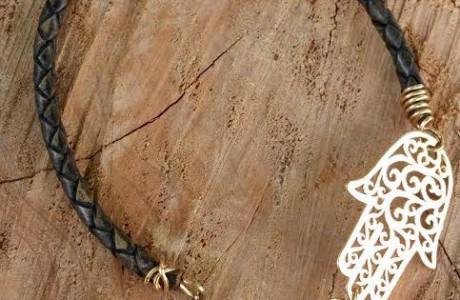 צמיד עור עם תליון חמסה מגולדפילד