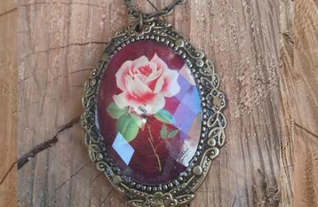 שרשרת וינטג' ארוכה עם פרח ורד