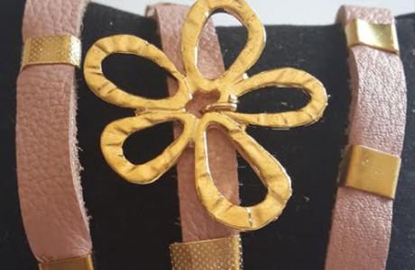 צמיד מעור אמיתי צבע ורוד עתיק עם תליון פרח